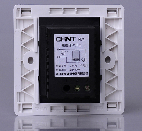 正泰 幻银NEW6D系列白色感应触摸延时开关,NEW6-D310 产品展示   品牌 CHINT/正泰 系列 NEW6D 型号 NEW6-D310 电压:220V 50HZ 描述 一联触摸延时开关100W/两线制可控制白炽灯节能灯 材质 PC漆面 颜色 白色 设计风格:细致圆润的金属质感边框,现代感流畅线条,轻轻映过小提琴般的艺术漆面,传递着华贵的气息,触头采 用0.