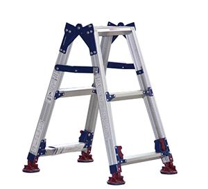 四脚调节式两用梯,(人字梯兼用直梯)(双侧宽幅踏步55mm)梯全长:1.43-2.07m 缩长:0.66-0.97m 重量:5.4kg
