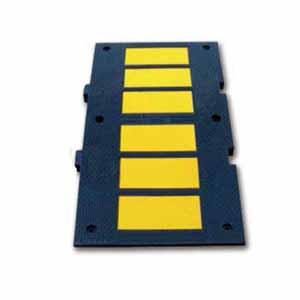 安赛瑞 重载反光减速板,优质原生橡胶,黄黑条纹,含安装配件,900×500×50mm,11105
