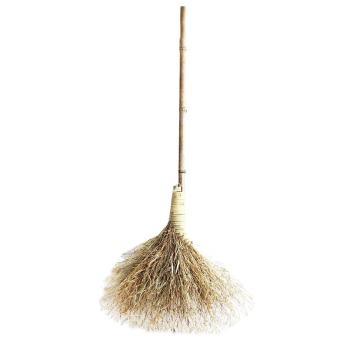竹扫帚,扫把长约1.4m,扫把头宽约60-70cm